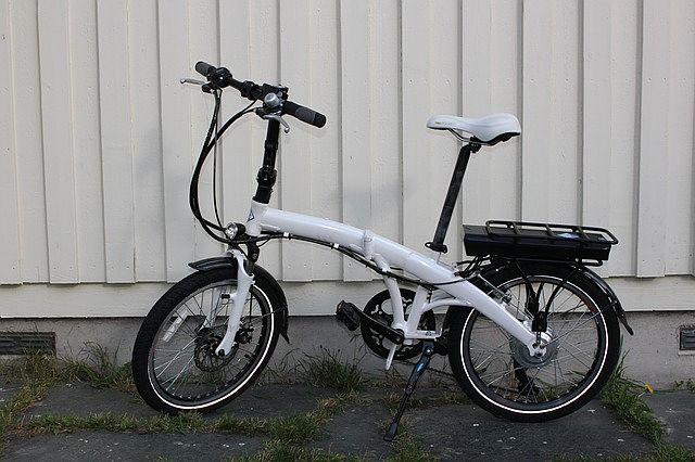 E-rowery można zakupić w wersji składanej do przewożenia np. w bagażniku samochodu.