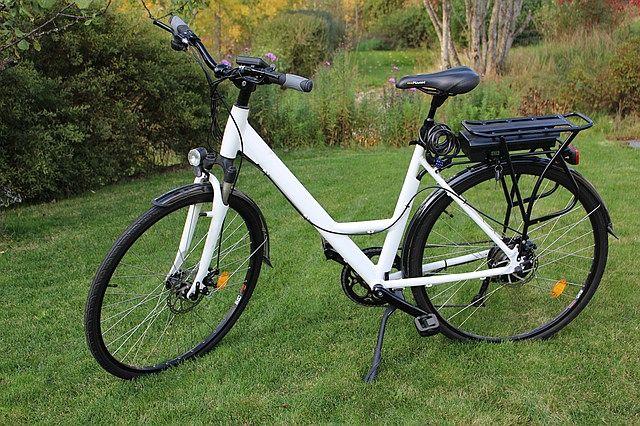 Typowy miejski rower elektryczny